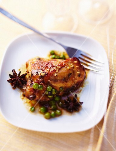 Spicy caramelized chicken with peas