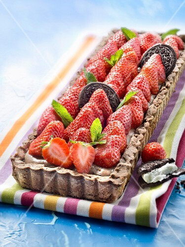 Oreo biscuit and strawberry tart