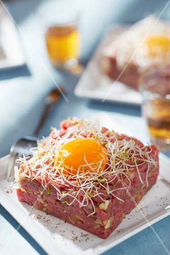 Beef and green apple tartare