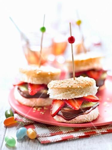 Mini chocolate,strawberry and kiwi burgers