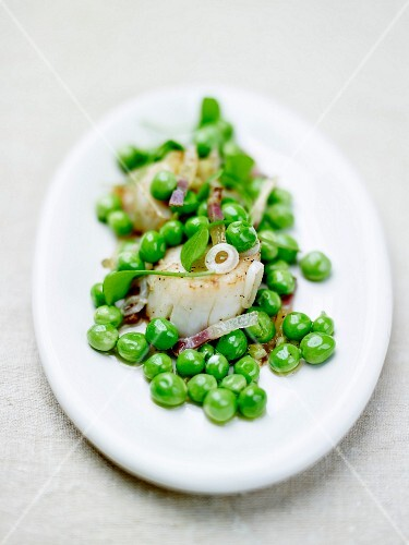 Pan-fried scallops with peas