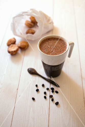 Coffee-flavored hot chocolate