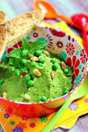 Minty pea and pine nut spread