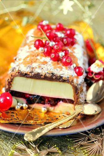 Matcha tea panna cotta with summer fruit center,chocolate ganache and crêpes dentelle log cake