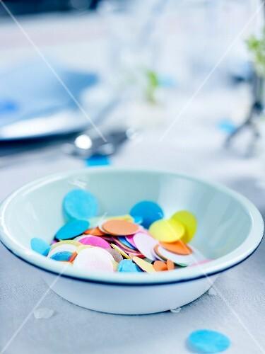 Bowl of confettis