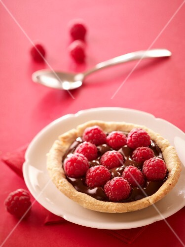 Chocolate-raspberry tartlet