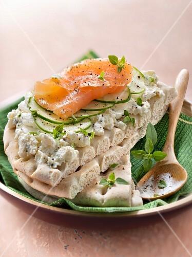 Philadelphia, cucumber and smoked salmon Sweedish open sandwich
