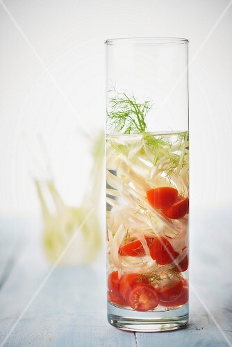 Fennel-tomato detox water
