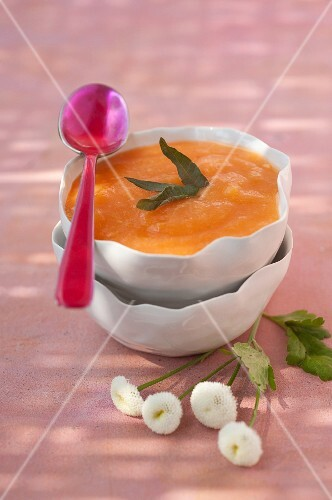 Peach soup with verbana