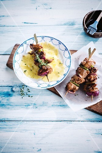 Chicken brochettes and pineapple carpaccio