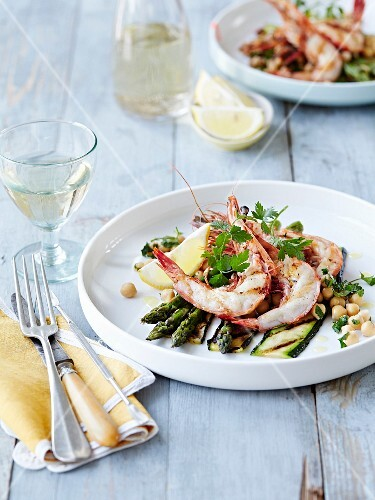 Grilled courgettes,green asparagus and chickpeas with shrimps