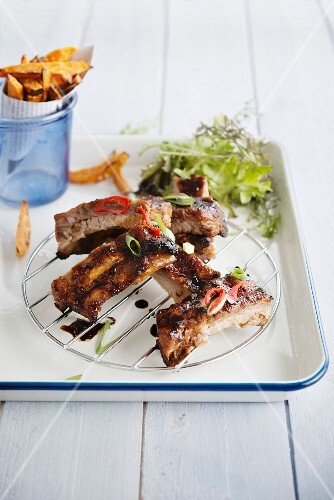 Oriental spare ribs with sweet potato fries
