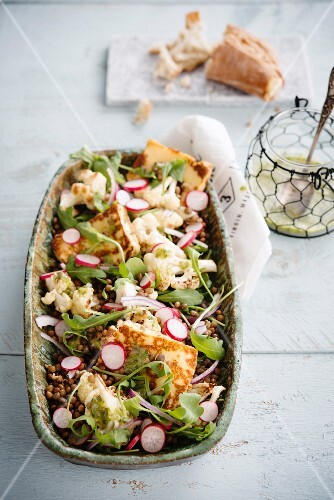 Lentil salad with radishes, cauliflower, rocket and halloumi