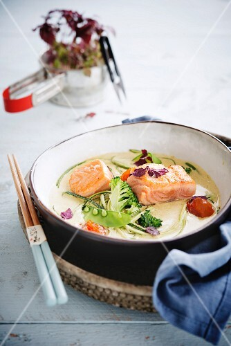 Green curry with salmon and vegetables
