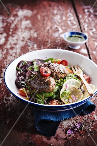 Rocket lettuce and beetroot salad with Koftes