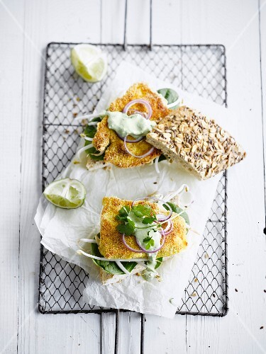 Breaded fried fish,spinach,beansprouts,onion and lemon-flavored coriander cream