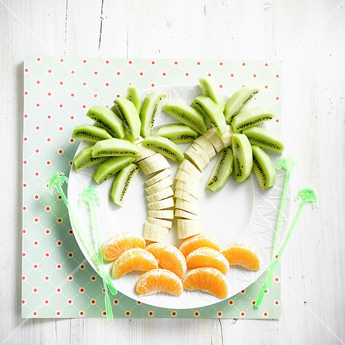 Palm tree-shaped banana, orange and kiwis