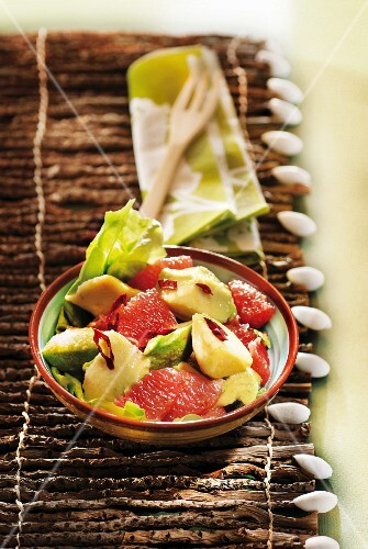 Avocado,grapefruit and chili pepper salad