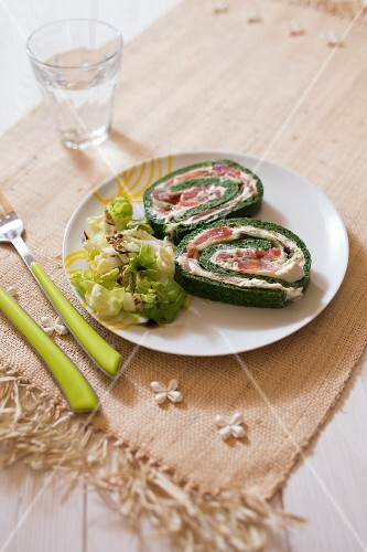 Spinach rolls with cream cheese and smoked salmon