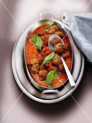 Beef meatballs in tomato and onion sauce