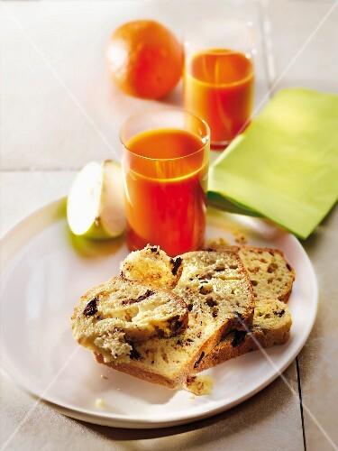 Chocolate chip brioche,apple and orange juice