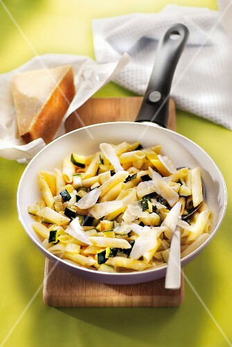 Pasta with courgettes and cheese