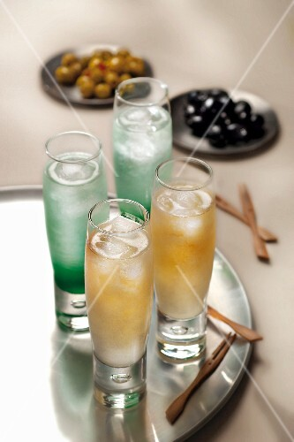 Mint syrup and maple syrup cocktails