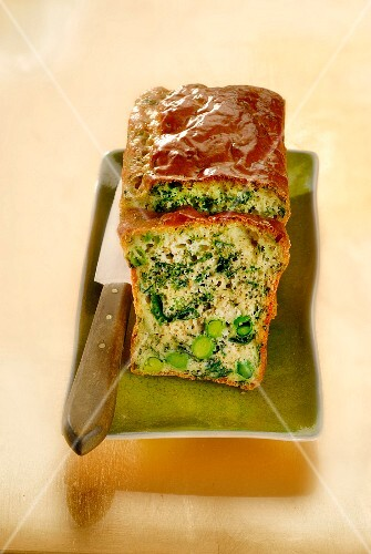 Spinach-pea savory cake
