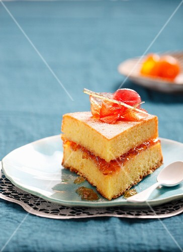 Gâteau de Savoie (Savoy sponge cake, France) with marmalade
