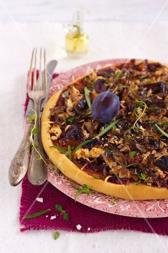 Pizza with quetsch plum chutney and walnuts