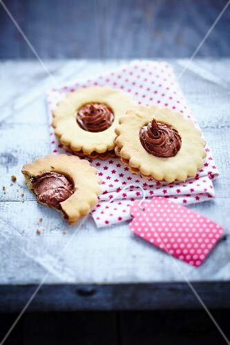 Shortbreads with chocolate mousse center