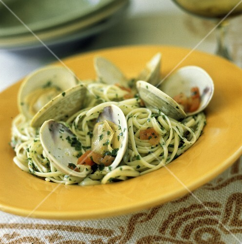 Linguine alle vongole (Linguine with clams, Italy)