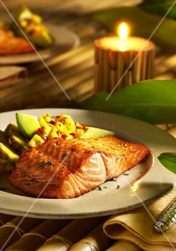Salmon fillet with avocado and pineapple