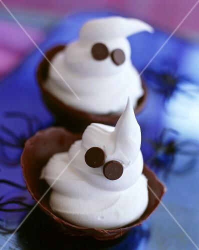 Softeis in Schokoladenschale zu Halloween
