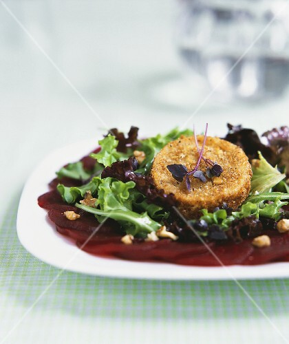 Mixed Green with Breaded, Fried Goat Cheese and Sliced Beets