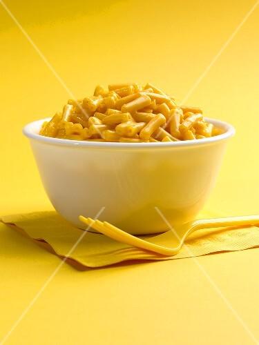 Macaroni and Cheese in weisser Schüssel