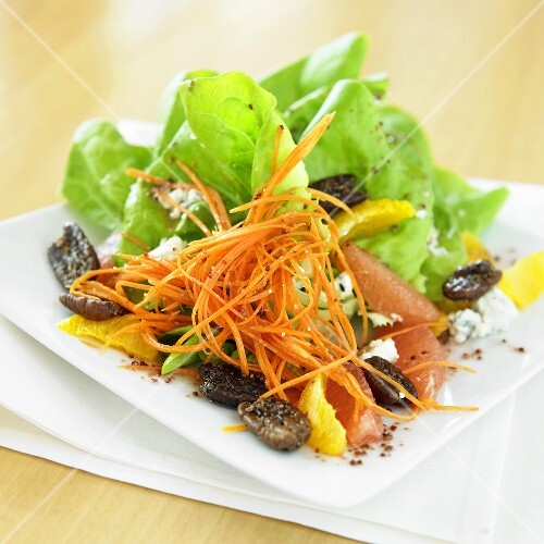 Salad with Pecans, Gorgonzola and Clementines
