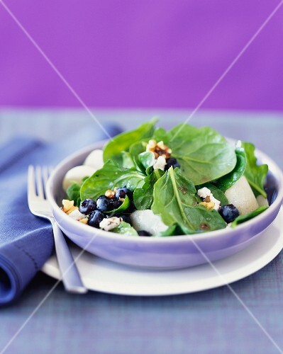 Spinach salad with blueberries and walnuts