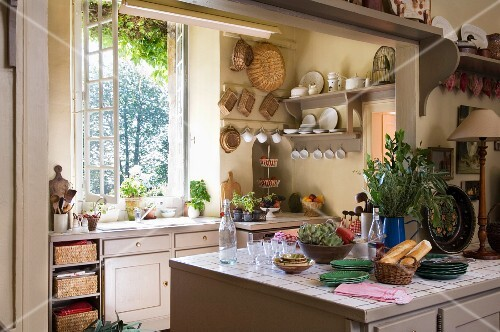 A view into an open-plan kitchen in a country house