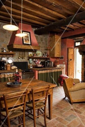 Offener Wohnraum Mit Essplatz Und Kuche Bilder Kaufen