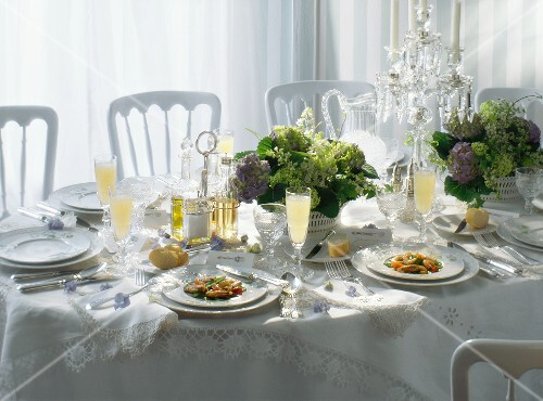 Elegant Table Setting with Place Cards